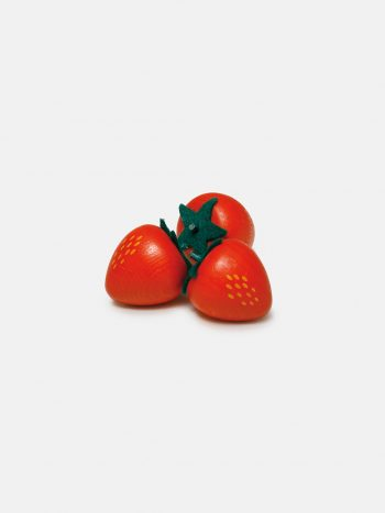 Realistic play food for toddlers – wooden fruit Strawberry for play kitchen, eco-friendly and safe, made in Germany by Erzi.