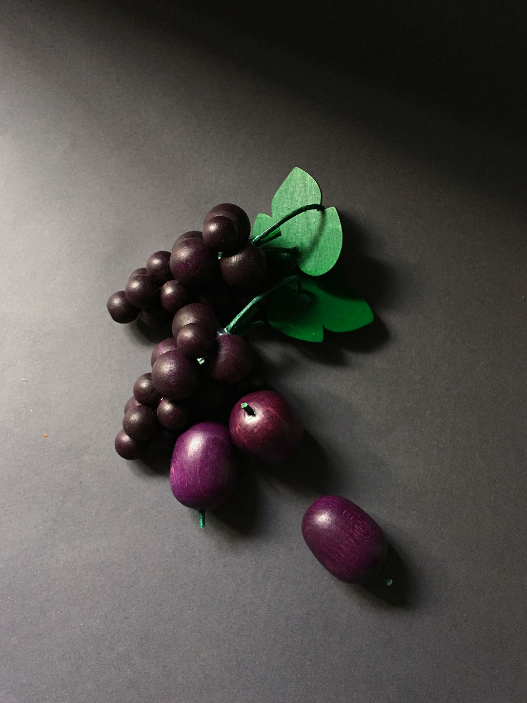 Wooden Fruit - Red Grapes