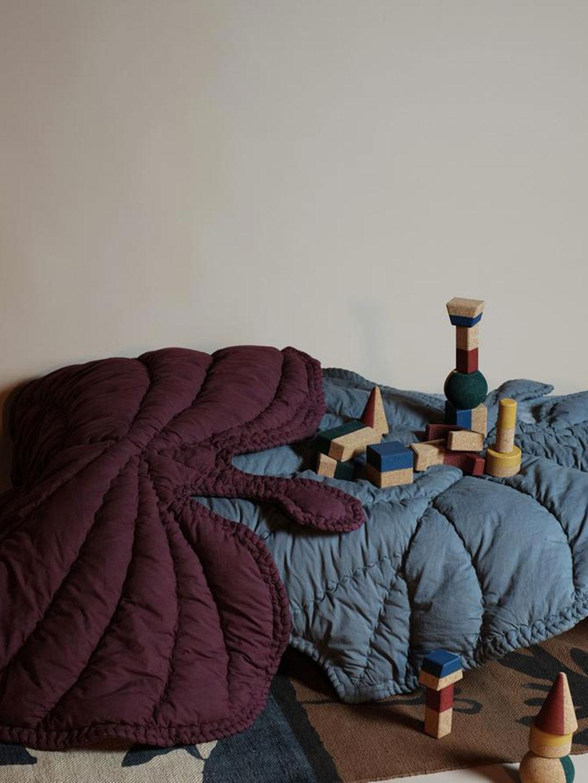 Leaf Blanket - Burgundy